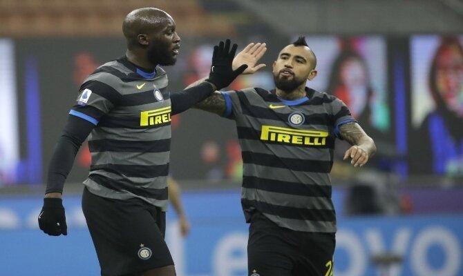 Arturo Vidal y Romelu Lukaku quieren volver a celebrar este viernes en el Fiorentina vs Inter de Milán