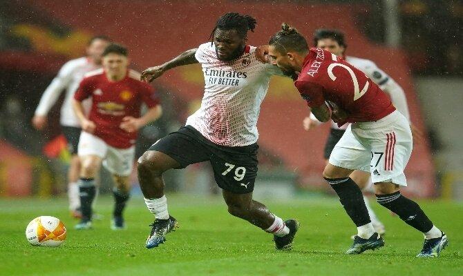 Kessie quiere comerse, nuevamente, la cancha en este Milán vs Manchester United del que repasamos las mejores cuotas