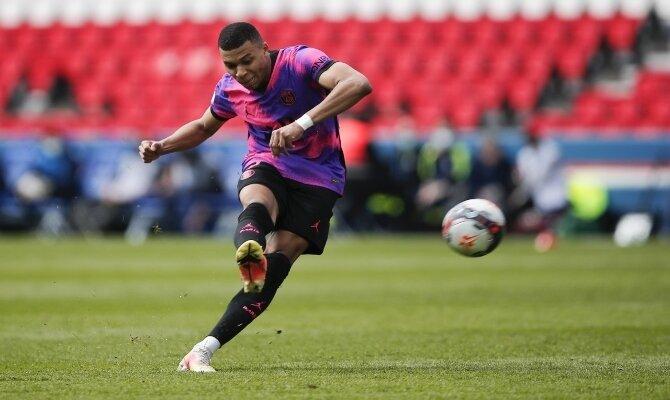 Mbappe se prepara para disparar a portería. Revisa las cuotas del PSG vs Manchester City