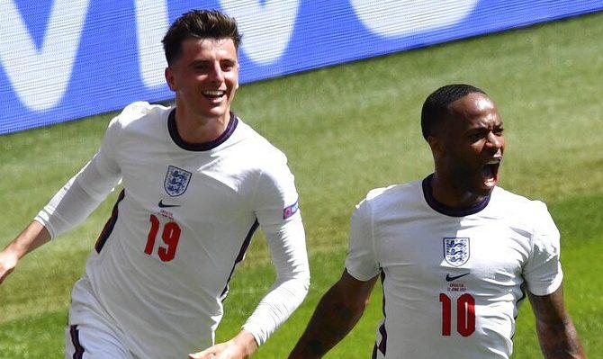 Sterling celebra un gol anotado durante la Euro 2020. Cuotas y picks para el Inglaterra vs Alemania.