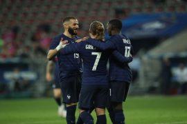 Benzema y Griezmann celebran un gol en la imagen. Pronósticos de la Euro 2020, análisis 1º jornada.