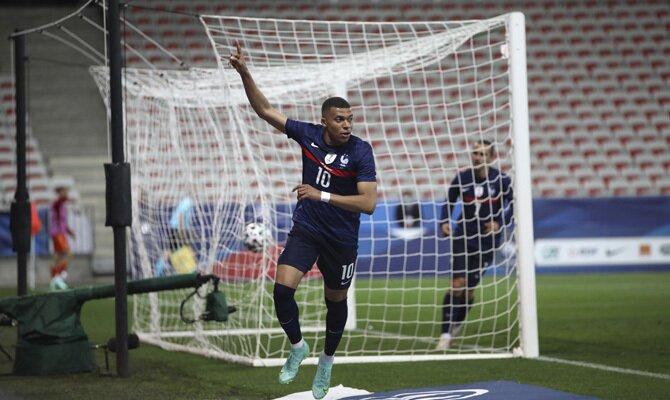 Imagen de Kylian Mbappé celebrando un gol. Pronósticos y cuotas Francia vs Alemania Euro 2020